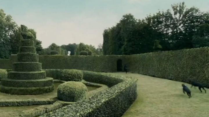 The gardens of the Castle of Corbeil-Cerf in Chinese Zodiac (Jackie Chan) - Movie Outfits and Products
