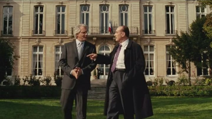 The gardens of the Elysée palace in The Conquest (Samuel Labarthe, and Bernard Le Coq) - Movie Outfits and Products