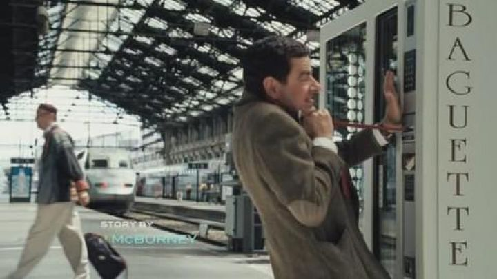 The gare du Nord in The holidays of Mr Bean - Movie Outfits and Products