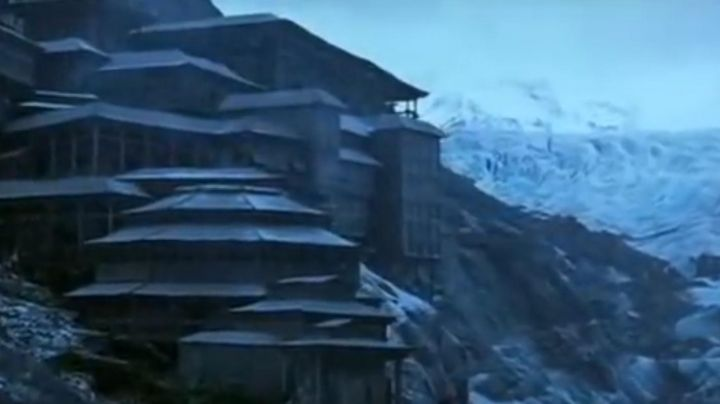 The glacier mountain Vatnajökull in Iceland, where is built the temple in Batman begins - Movie Outfits and Products