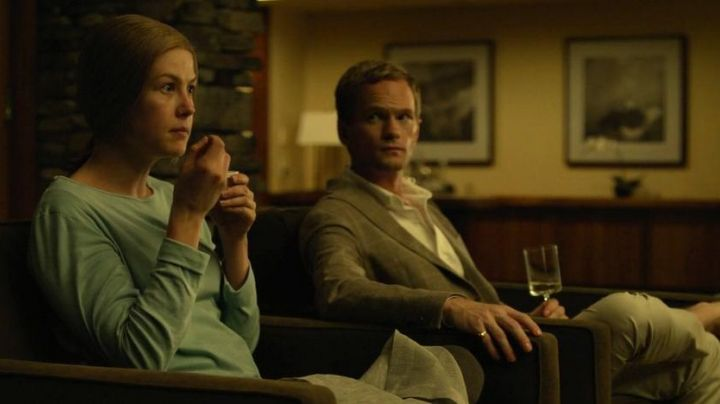 The glasses Crate & Barrell Neil Patrick Harris in Gone Girl - Movie Outfits and Products