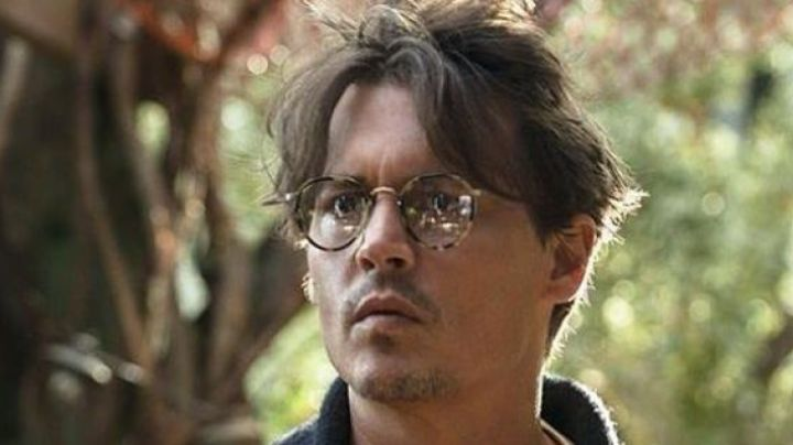 The glasses of Dr. Will Caster (Johnny Depp) in Transcendence movie