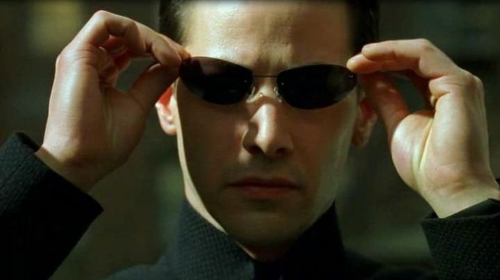 The glasses of Neo (Keanu Reeves) in the Matrix - Movie Outfits and Products