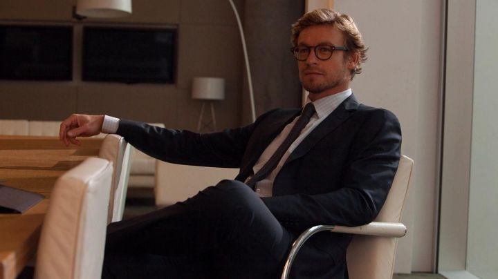 The glasses of the Guy (Simon Baker) in Marriage to the English - Movie Outfits and Products