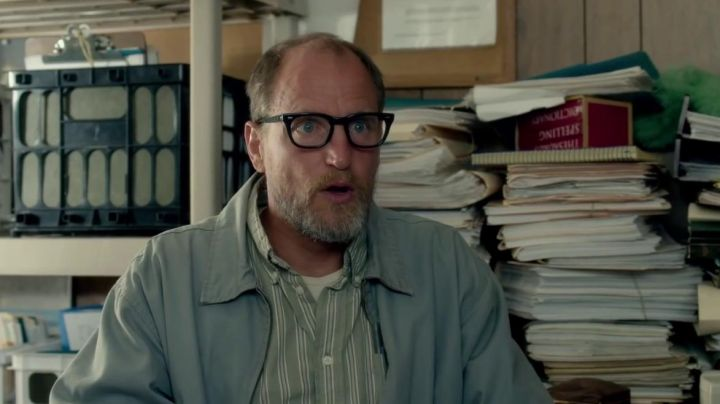 The glasses worn by Wilson (Woody Harrelson) in Wilson - Movie Outfits and Products