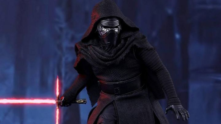 """Fashion Trends 2021: The gloves Kylo Ren (Adam Driver) in """" Star Wars VII : The awakening of the Force"""