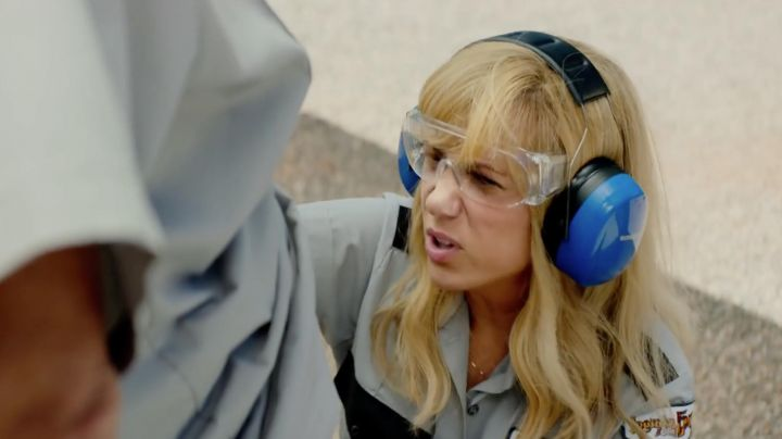 Fashion Trends 2021: The goggles Kelly (Kristen Wiig) in The Brains