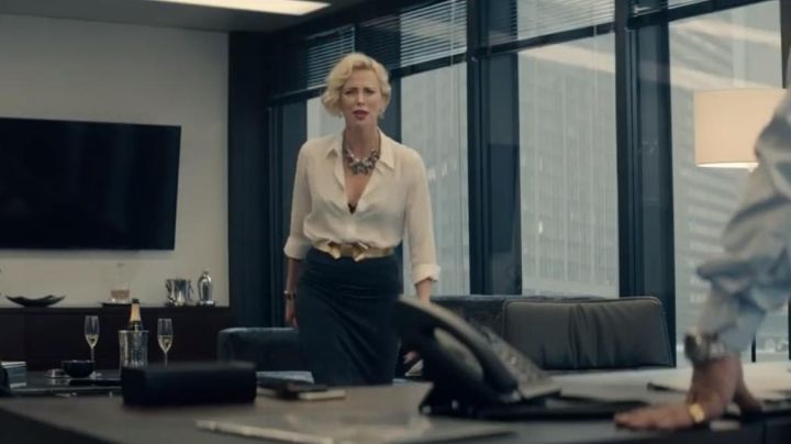The gold belt with a node of Elaine Markinson (Charlize Theron) in Gringo - Movie Outfits and Products