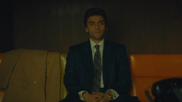 The gold watch of Abel Morales (Oscar Isaac) in A Most Violent Year movie