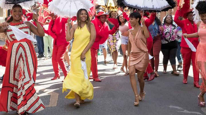 The golden gown of Alice Cooper (Jada Pinkett Smith) in Girls trip - Movie Outfits and Products
