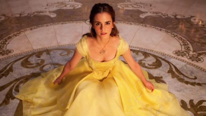 The golden necklace Belle (Emma Watson) in beauty and The Beast