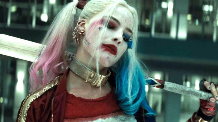 The golden necklace Puddin Harley Quinn (Margot Robbie) in Suicide Squad movie