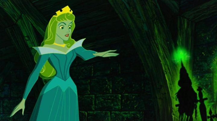 The golden necklace of Aurora in The sleeping beauty - Movie Outfits and Products