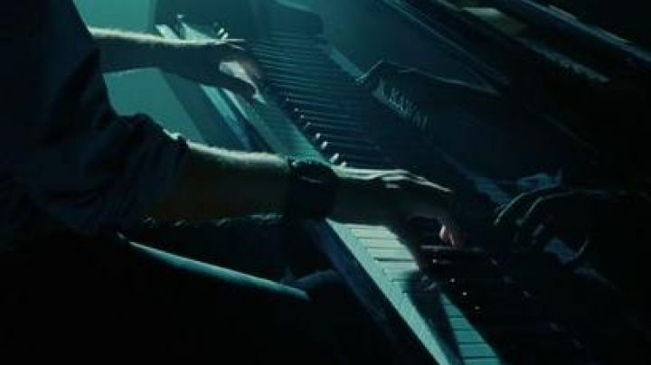 The grand piano Kawai in Twilight, chapitre 1 : Fascination - Movie Outfits and Products