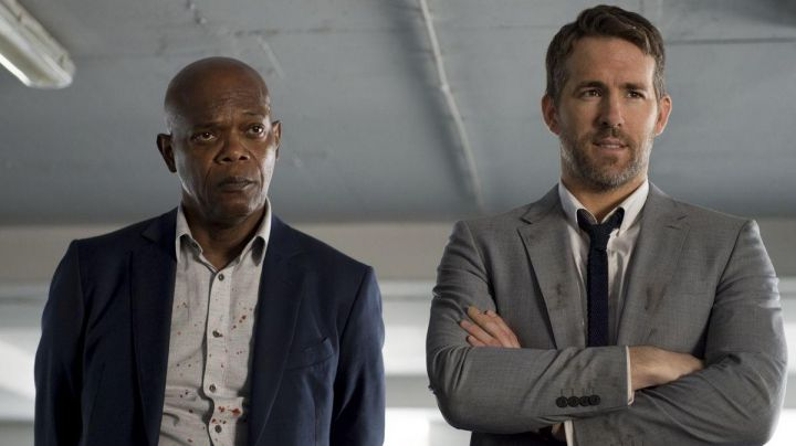 The gray suit of Michael Bryce (Ryan Reynolds) in Hitman & Bodyguard - Movie Outfits and Products