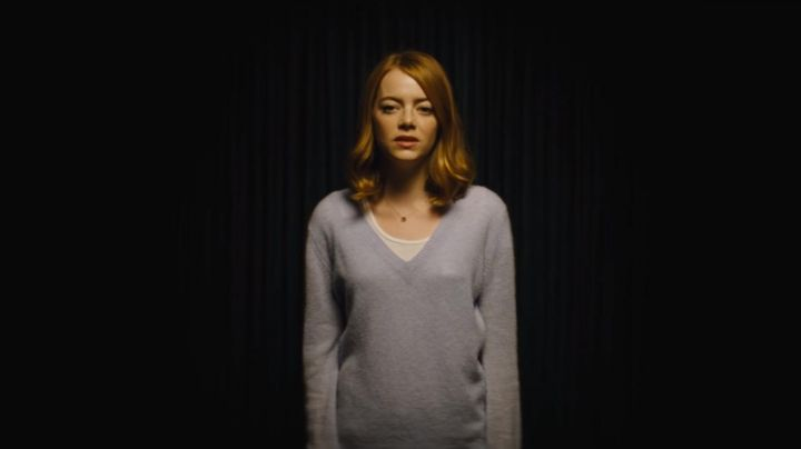 Fashion Trends 2021: The gray sweater oversize Mia (Emma Stone) in the The Land