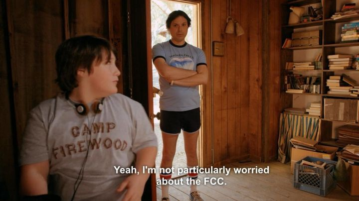 """Fashion Trends 2021: The gray t-shirt """"Camp Firewood"""" in Wet Hot American Summer"""