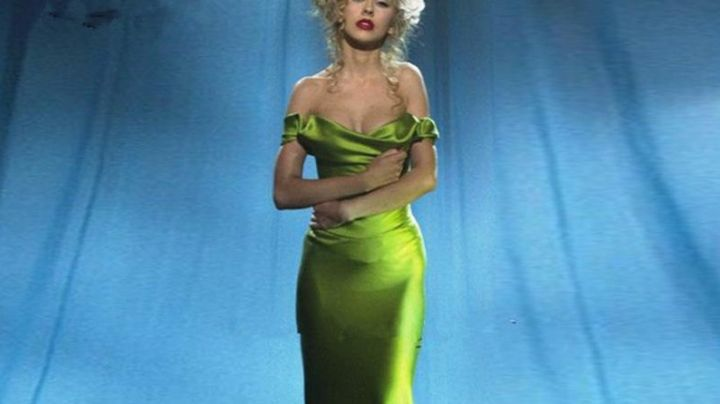 Fashion Trends 2021: The green dress Christina Aguilera in Burlesque
