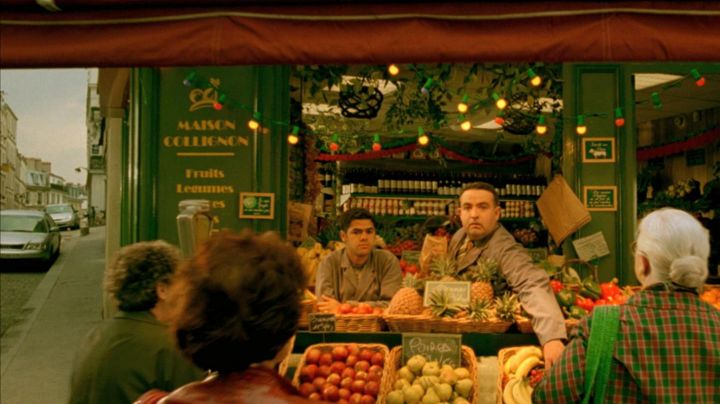 The grocery Market of the hill in The fabulous destiny of Amélie Poulain - Movie Outfits and Products