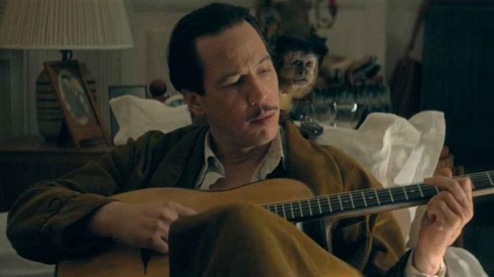 The guitar Altamira M01 of Reda Kateb (Django) in Django - Movie Outfits and Products