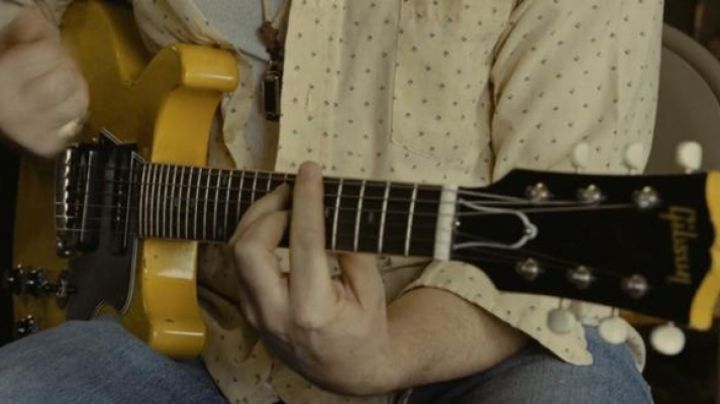 The guitar Gibson 1961 Les Paul Special DC - TV Yellow of Elliot in A case of you movie
