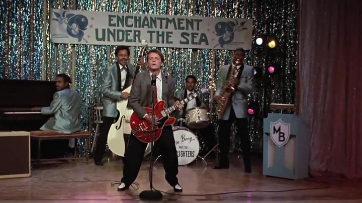 The guitar Marty Mcfly (Michael J Fox ) who plays Johnny Be Good in Back to the future - Movie Outfits and Products