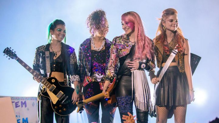 The guitar left-handed in Jem and the hollogrammes - Movie Outfits and Products