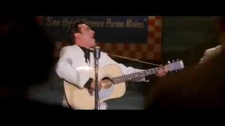 """The guitar of Johnny Cash (Joaquin Phoenix) in """" Walk the line - Movie Outfits and Products"""