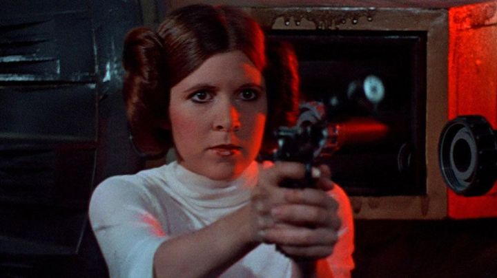 The gun Princess Leia (Carrie Fisher) in Star wars - Movie Outfits and Products