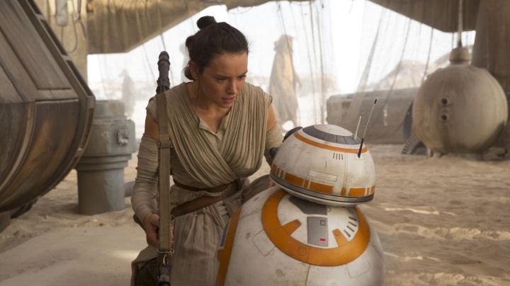 The hair cut of Rey (Daisy Ridley in Star Wars VII : The awakening of the force - Movie Outfits and Products
