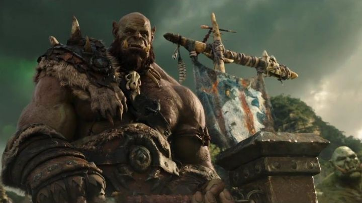 The hammer of Orgrim doomhammer (Robert Kazinsky) in Warcraft : The beginning - Movie Outfits and Products