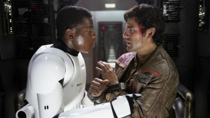 Fashion Trends 2021: The handcuffs of Poe Dameron (Oscar Isaac) in Star Wars VII : The awakening of the force