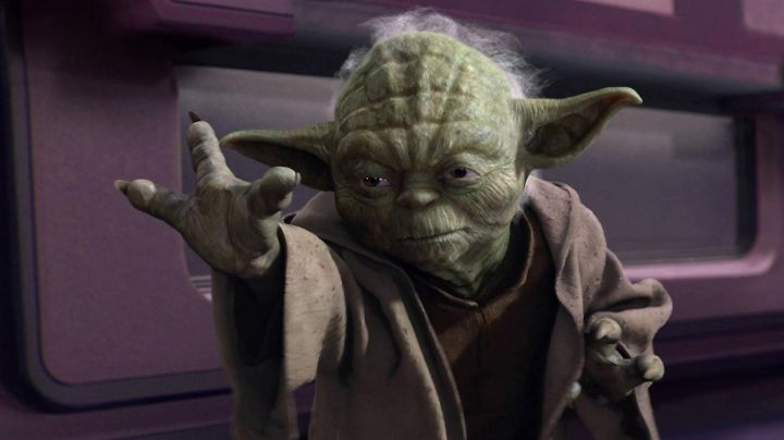 The hands of Yoda in Star Wars III : revenge of The Sith - Movie Outfits and Products