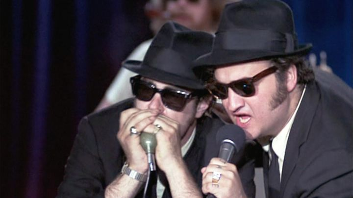 The harmonica Elwood Blues (Dan Aykroyd) in The Blues Brothers - Movie Outfits and Products