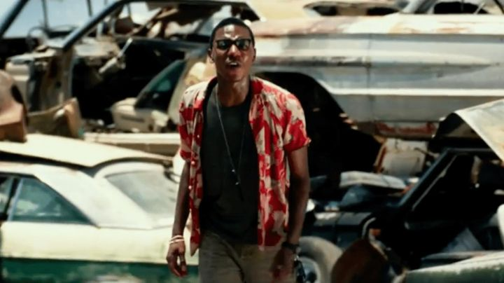 The hawaiian shirt to cranes Jimmy (Jerrod Carmichael) in Transformers : The Last Knight - Movie Outfits and Products