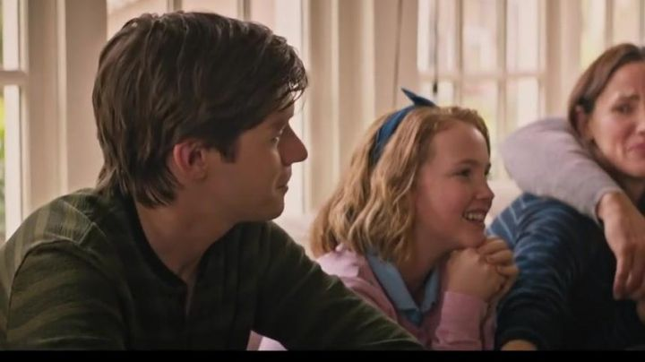 The headband Nora Spier (Talitha Bateman) Love, Simon - Movie Outfits and Products