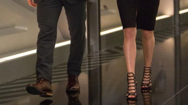 The heel shoes, type sandals Jennifer Lawrence in Passengers - Movie Outfits and Products