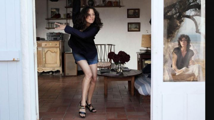 Fashion Trends 2021: The heeled sandals of Carlotta (Marion Cotillard) in The Ghosts of Ishmael