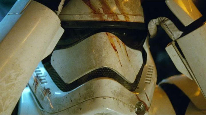 The helmet Finn (John Boyega in Star Wars VII : The awakening of the Force - Movie Outfits and Products