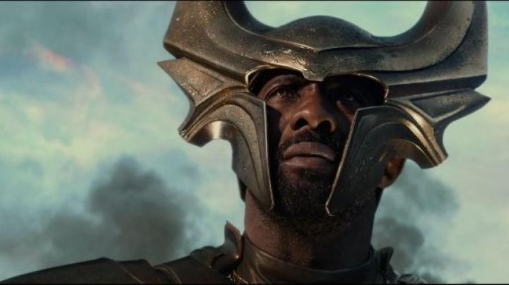 The helmet Heimdall (Idris Elba) in Thor : the Dark World, The - Movie Outfits and Products