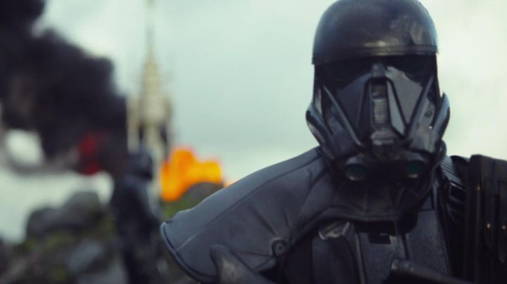 Fashion Trends 2021: The helmet Shadow Stormtrooper in Rogue One : A Star Wars Story
