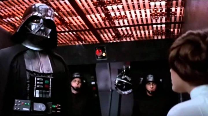 Fashion Trends 2021: The helmet of Darth Vader in Star Wars IV : A new hope