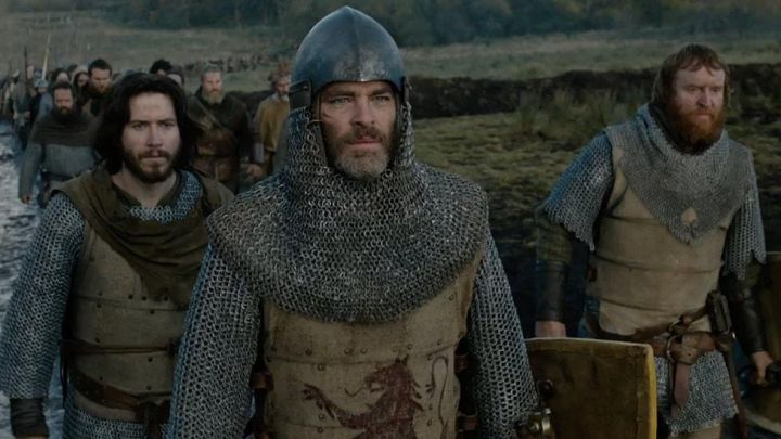 The helmet of Robert the Bruce (Chris Pine) in Outlaw King : The King out-of-the-law Movie