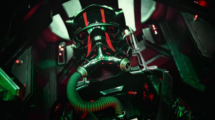 Fashion Trends 2021: The helmet of TIE Fighter pilot in Star Wars, Episode VII : The Awakening of the Force