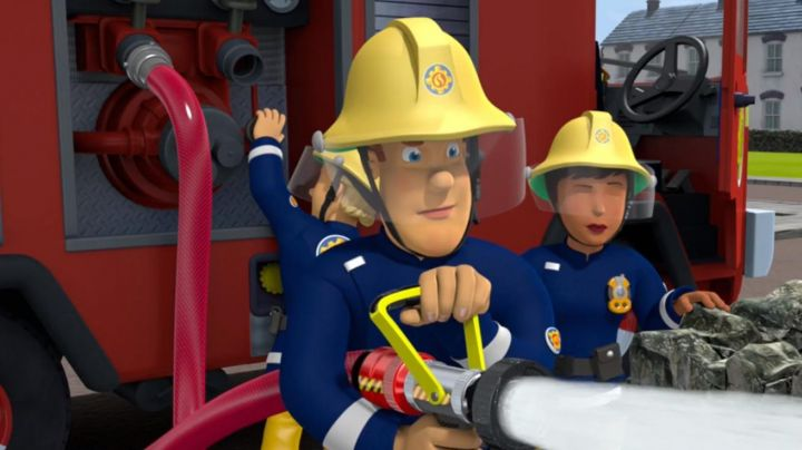 The helmet of fireman Sam in The New adventures of Sam the fireman - Movie Outfits and Products