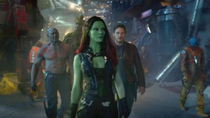 The holding of Gamora (Zoe Saldana) in The guardians of the galaxy - Movie Outfits and Products