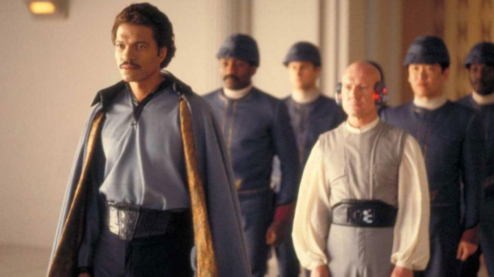 The holding of Lando Calrissian (Billy Dee Williams) in Star Wars V : The empire against attack - Movie Outfits and Products