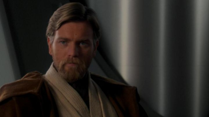 The holding of Obi Wan Kenobi (Ewan McGregor) in Star Wars III : Revenge of The Sith - Movie Outfits and Products
