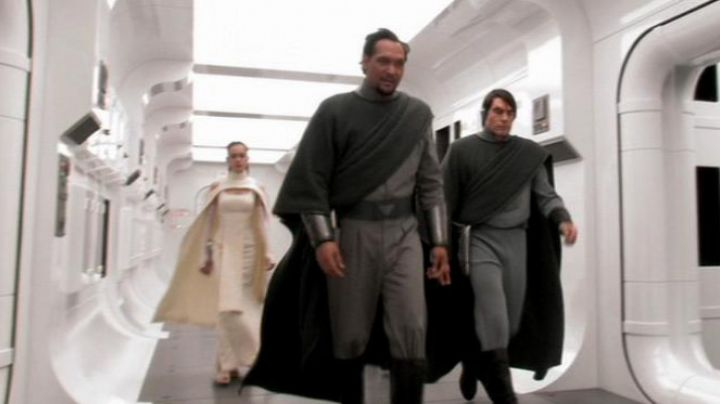 Fashion Trends 2021: The holding of Sheltay Retrac in Star Wars III : revenge of The Sith