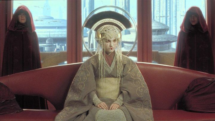 The holding of the Queen Padme Amidala (Natalie Portman) in Star Wars 1 : The phantom menace - Movie Outfits and Products
